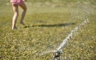 riego con programación ahorro de agua jardín desatascos valma fontanero valladolid